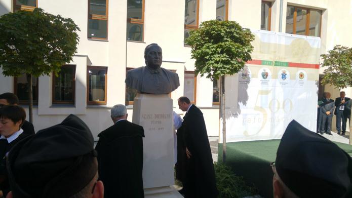 Szász Domokos püspök szobrának leleplezése