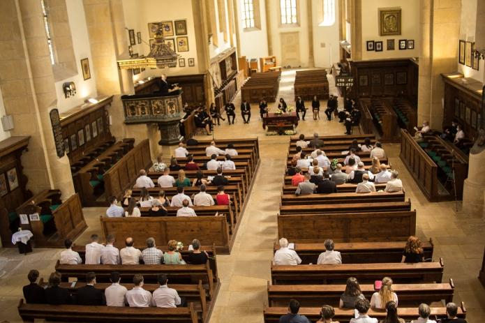A kibocsátó istentisztelet gyülekezete