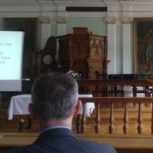Henk de Roest (PThU) előadást tart