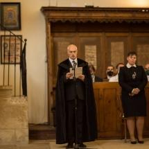 A kibocsátott hallgatókat átveszi Gáll Sándor egyházi képviselő